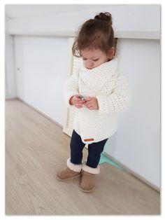 Fabulous Crochet a Little Black Crochet Dress Ideas. Georgeous Crochet a Little Black Crochet Dress Ideas. Cardigan Au Crochet, Crochet Baby Sweaters, Gilet Crochet, Black Crochet Dress, Crochet Baby Clothes, Chunky Crochet, Crochet Yarn, Free Crochet, Single Crochet