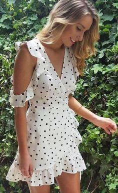 Sexy Dot Print V-neck Dress Fitted Waist Ruffles Mini Dress Short Beach Dresses, Vintage Summer Dresses, Short Sleeve Dresses, Dress Vintage, Wrap Dress Short, Bohemia Dress, Robes Vintage, Boho Mini Dress, Vestidos Vintage