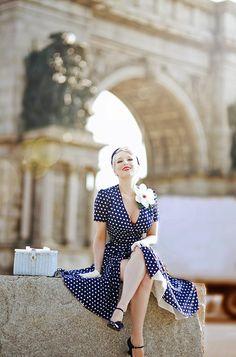 Rachel Ann Jensen ♥: Dots at Grand Army Arch 1940s Fashion, Vintage Fashion, Vintage Couture, Vintage Girls, Vintage Outfits, The Pretty Dress Company, Vogue, Pin Up Style, Estilo Retro