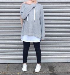 Enjoy the stylish hoodies collection and pick your favorite style. Muslim Women Fashion, Modern Hijab Fashion, Street Hijab Fashion, Hijab Fashion Inspiration, Islamic Fashion, Mode Inspiration, Trendy Fashion, Fashion Trends, Casual Hijab Outfit