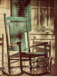 Faded green rocking chair on a porch Country Farm, Country Life, Country Style, Country Living, Country Casual, Coastal Living, Farmhouse Front, Farmhouse Style, Rustic Farmhouse