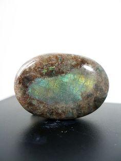 Anortosita de Noruega. Es un mineral muy abundante... en la Luna.