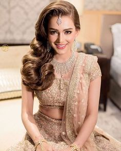 No More Weight Woes – 5 Tips for Lighter Indian Wedding Lehenga Pakistani Bridal Hairstyles, Lehenga Hairstyles, Pakistani Bridal Dresses, Indian Hairstyles, Hairstyle For Indian Wedding, Indian Wedding Dresses, Indian Wedding Receptions, Hairstyles 2018, Party Hairstyles