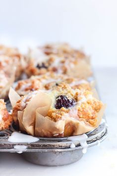 Blackberry Greek Yogurt Crumb Muffins