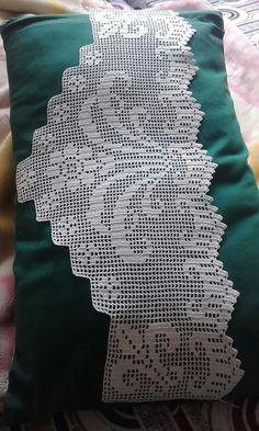 This Pin was discovered by Müz Crochet Books, Crochet Art, Crochet Doilies, Doily Patterns, Knitting Patterns, Crochet Patterns, Modern Room Decor, Filet Crochet Charts, Crochet Curtains