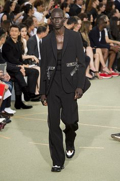 givenchy men spring/ summer 2017 | Givenchy Men's Spring 2017 Runway - theFashionSpot