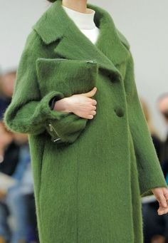 View all the detailed photos of the Celine autumn (fall) / winter 2013 showing at Paris fashion week. Read the article to see the full gallery. Fashion Week Paris, Runway Fashion, Winter Fashion, Womens Fashion, Fashion Trends, Mantel Outfit, Winter Mode, Green Coat, Mode Inspiration