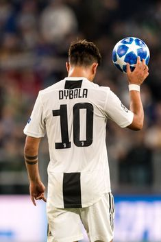 Paulo Dybala of Juventus FC scored a hattrick and takes the ball home during the UEFA Champions League group H match between Juventus FC and Young Boys at the Allianz Arena on October 2018 in Turin, Italy(Photo by VI Images via Getty Images) Juventus Fc, Juventus Soccer, Juventus Players, Cr7 Messi, Messi And Ronaldo, Lionel Messi, Soccer Guys, Soccer Stars, Football Boys