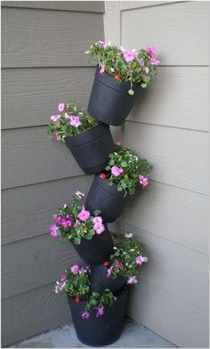 32 cheap and easy DIY garden ideas everyone can do . - 32 cheap and simple DIY garden ideas that anyone can do - Diy Garden Bed, Outdoor Garden Decor, Garden Crafts, Diy Garden Decor, Garden Projects, Garden Art, Garden Design, Easy Garden, House Plants Decor