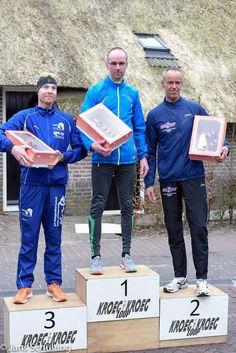http://www.apeldoorn-nieuws.nl/kroeg-tot-kroegloop-loopgroep-ruinerwold/ KroegtotKroeg Loop Ruinerwold Loopgroep Ruinerwold LGR'88 & Dijkhuizerrun heeft op 20 maart 2016 de zevende editie van de Kroeg totKroegloop georganiseerd. Het programma: 16.00 uur: 9 kilometer. Start was bij cafe de Kastelein te Ruinerwold en de finish bij cafe de Herberg van Rune te Ruinen. Op de oneven jaren is de start en finish andersom. Taxibusjes vervoerden de atleten van en naar Ruinen en Ruinerwold.