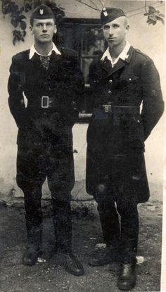 Post pictures of glorious Ustasha here! Gypsy Men, German Soldiers Ww2, Ww2 Pictures, Central And Eastern Europe, War Dogs, Portraits, World War Two, Wwii, Crime