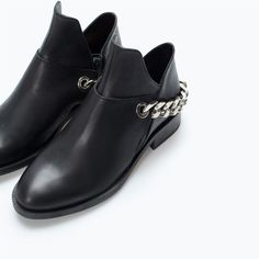 ZARA - OPEN LEATHER BOOT WITH CHAIN