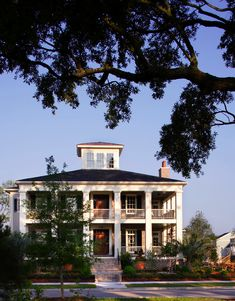 2006 Southern Living Idea House Exterior Daniel Island - traditional - exterior - charleston - by Jamison Howard Exterior Colonial, Colonial Style Homes, Traditional Exterior, Exterior Design, Brick Design, Exterior Colors, Southern Porches, Southern Living Homes, Southern House Plans