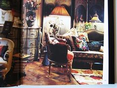 Iris Apfel's home. I like this.