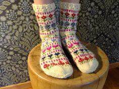 Härmävõrgoq Knit Socks, Knitting Socks, Hand Knitting, How To Start Knitting, Long Johns, Crocheting, Knit Crochet, Cross Stitch, Slippers