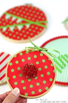 Simple no-sew Christmas embroidery hoop ornament project can help you deck your halls or your tree in just 30 minutes or less.