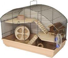 Hamsterheim Baja Nature Deluxe schafft durch 2 Holzetagen, 2 Holzleitern, Holzhaus, Holzlaufrad, Holzröhre, Napf und Tränke einen idealen Lebensraum für Hamster.