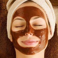 Kahve maskesi yeni yeni popüler olmaya başladı ama öğütülmüş gerçek kahve çekirdeğiyle yapılan maskeler Güney Amerika ülkelerinde, Türk kahvesiyle yapılan maskeler de ülkemiz de çok uzun süredir cilt bakımında kullanılıyor. Bu kategorideki diğer yazılar:Sivilce İzleri İçin Maske Tarifleri6 Farklı Kil Maskesi TarifiGöz Çevresi Kırışıklıkları İçin Maske (4 Maske Tarifi ve Tavsiyeler)Pirinç Unu Maskesi (Cilde Faydaları…