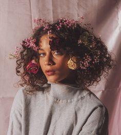 40 Best Medium Curly Hair Ideas for 2020 - The Best Medium Hairstyles Ideas 2020 Photoshoot Concept, Photoshoot Themes, Photoshoot Inspiration, Hair Photography, Creative Photography, Portrait Photography, Asian Photography, Kreative Portraits, Creative Photoshoot Ideas
