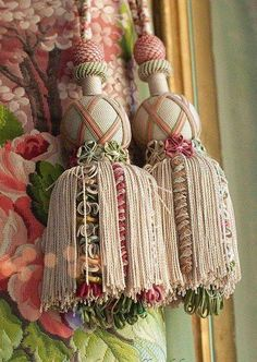 Versailles, in the bedchamber of Marie Antoinette Decorative Tassel Versailles, Marie Antoinette, Rococo, Window Coverings, Window Treatments, Decoration Shabby, Shabby Chic, Passementerie, French Decor