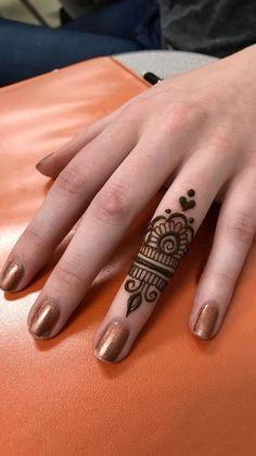 Ideas for tattoo ideas finger henna mehndi - Charlottes Lieblings tatooideen - Henna Designs Hand Henna Motive, Henna Tattoo Muster, Henna Tattoo Hand, Henna Mehndi, Mehendi, Henna Art, Tattoo Finger, Mandala Tattoo, Easy Mehndi