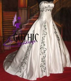 Filigree Dream gothic wedding dress ~ Doesnt look Gothic to me, but very pretty!