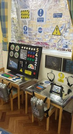 Space Station Role Play This is a super cool theme for a classroom computer area! Dramatic Play Area, Dramatic Play Centers, Space Classroom, Classroom Themes, Space Preschool, Preschool Activities, Space Activities For Kids, Space Projects, Space Crafts