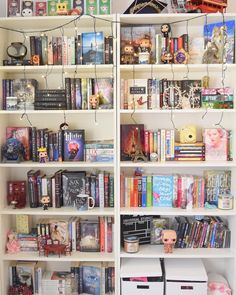 Day Shelfie I don't have the most organized bookcase as you can see but I still love my bookcase as messy as its ,it still holds all of my beloved books ❤️ <<<not mine Bookshelf Inspiration, Room Inspiration, Deco Harry Potter, Bookshelf Organization, Bedroom Organization, Beloved Book, Dream Library, Home Libraries, Shelfie