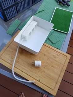 Tray, Home Decor, Mobile Charging Station, Homemade Home Decor, Interior Design, Home Interiors, Decoration Home, Board, Home Decoration