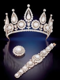 The ROSBERY PEARLS . They belonged Countess of Rosbery nee de Rothschild. This pearl and diamond bracelet, brooch, and tiara are one of the finest pieces of Victorian jewellery ever made. In a private collection for the last 140 years