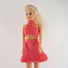 Breipatronen barbiekleding Barbie Van, Barbie And Ken, Barbie Dolls, Barbie Knitting Patterns, Barbie Patterns, Diy Ribbon Earrings, Accessoires Barbie, American Girl Diy, Crochet Doll Clothes
