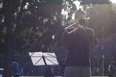 """Waléria Américo  """"Falha"""", 2014, performance para instrumento de sopro, partitura de tiros, prato de bateria, duração variável Shit Happens, Shots, Portion Plate, Sheet Music, Fotografia, Artists"""