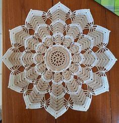 Crochet Triangle Pattern, Crochet Border Patterns, Crochet Table Runner Pattern, Crochet Coaster Pattern, Crochet Doily Diagram, Crochet Flower Tutorial, Crochet Circles, Crochet Basket Pattern, Crochet Tablecloth