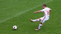 Jakub Błaszczykowski of Poland scores the opening goal during their UEFA EURO 2016 Round of 16 match against Switzerland