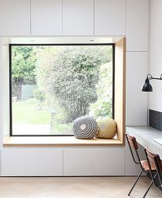 reading nook with a garden view / sfgirlbybay / victoria smith – fantastic room avesome Window Seat Storage, Window Benches, Window Seat Cushions, Modern Windows, Modern Window Seat, Kitchen With Window Seat, Edwardian House, Bedroom Windows, Living Room Designs
