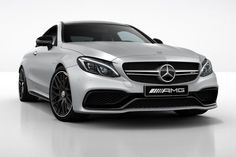 """Mercedes C63 AMG Coupé recebe """"Night Package""""."""