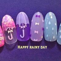 梅雨といえば、紫陽花、雨、傘、水滴…様々なものをイメージできますよねl雨の日もご機嫌になれる「#梅雨ネイル」タグよりお手本になるような素敵なデザインを30選にまとめてみました。梅雨の時期にとってもおすすめなデザインです♡