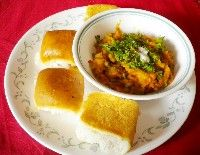 This Indian street food widely popular in West India has gained appreciation all over India. It is one of my favorite too. This combination of mashed veggies with pav is quite filling and can be consumed as a light evening meal. Pav Bhaji, Indian Food Recipes, Ethnic Recipes, Indian Street Food, West Indian, Indian Dishes, Evening Meals, Cornbread, Veggies