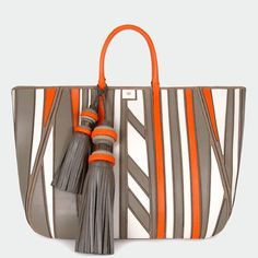 Shop Anya Hindmarch® luxury handbags, accessories and personalised bespoke gifts & accessories Anya Hindmarch Tote Handbags, Purses And Handbags, Cute Purses, Anya Hindmarch, Beautiful Bags, My Bags, Handbag Accessories, Fashion Bags, Leather Bag
