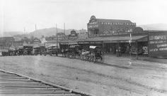 Horsedrawn and motor vehicles on Morgan Street, Mt. Morgan, Queensland, 1913 / John Oxley Library, State Library of Queensland, Neg: 17120 http://hdl.handle.net/10462/deriv/149943   thefashionarchives.org