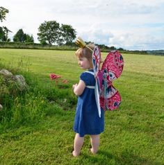 Déguisement ailes de papillon - Enfants 2-12 ans - Pure Famille - How to make butterfly wings for children ? How To Make Butterfly, Butterfly Wings, Diy For Kids, Pure Products, Costumes, Superhero, Children, Campaign, Content