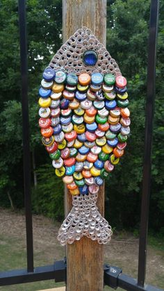 Diy Bottle Cap Crafts, Beer Cap Crafts, Bottle Cap Projects, Bottle Cap Art, Tin Can Crafts, Cork Crafts, Metal Crafts, Crafts To Make, Beer Cap Art