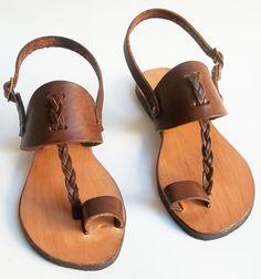 sandália, sandals,rasteira, rasteirinha, chinelo, alpercatas, artesanal. artesanato em couro, de couro, couro, feito à mão, solado de pneu, reciclagem, ecológico, handmade, leather. Preço $95,00 ou 4x S/ Juros no cartão.