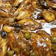 Pollo con ciruela pasa y aceitunas