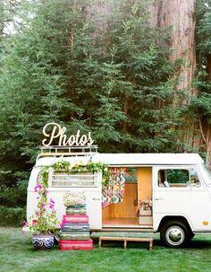 Photobooth hippie - Photobooth : 20 idées déco pour prendre la pose avec ou sans les mariés - Elle