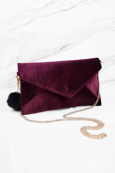 Carry this chic Ashlie Wine Red Velvet Envelope Clutch. Perfect addition to your next evening event. Red Purses, Cute Purses, Purses And Handbags, Crochet Clutch Bags, Clutch Purse, Red Clutch, Fashion Handbags, Fashion Bags, Tokyo Fashion