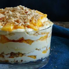 Delicious Recipes - Peach Vanilla Cheesecake Trifle - Shared Appetite Quick and easy snacks and desserts are best, aren't they? This Peach Vanilla Cheesecake Trifle is simple to whip up and will be sure to impress all your family and friends! Cheesecake Trifle, Trifle Pudding, Cheesecake Recipes, Peach Cheesecake, Baked Vanilla Cheesecake, Layered Desserts, Easy Desserts, Delicious Desserts, Yummy Food