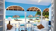 Smart travelers know that spring in the Caribbean brings empty beaches, sublime weather -- and lower prices.