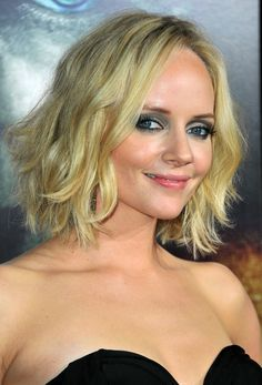 Shag hairstyles are very popular right now. Whether you're opting for a shaggy bob, or shaggy long hair, you'll enjoy these 26 photos of the best ones. Medium Shag Haircuts, Short Shag Hairstyles, Shaggy Haircuts, Haircuts For Fine Hair, Blonde Hairstyles, Easy Hairstyles, Lisa Rinna, Shaggy Long Hair, Wavy Hair