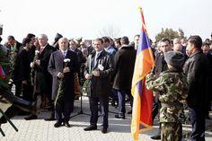 El ministro de Defensa de Armenia, Seyran Ohanyan, visitó el miércoles el Panteón Militar Yerablur en la ciudad capital de Yerevan con motivo del 150 aniversario del nacimiento del General Andranik Ozanian.